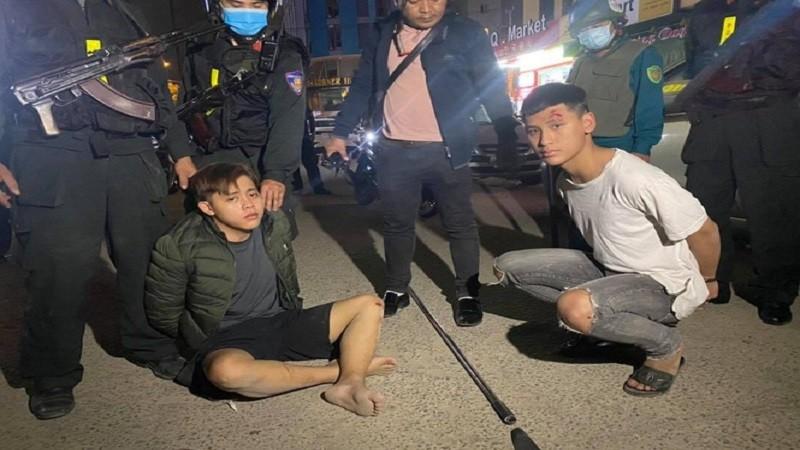 Nổ súng truy bắt nhóm thanh niên mang theo hung khí chống trả lại cảnh sát