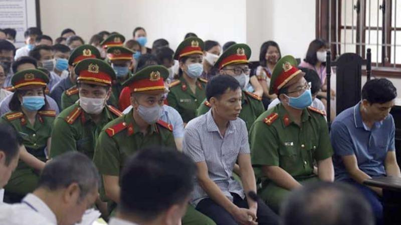 Phiên tòa xét xử vụ gian lận thi cử ở Hòa Bình