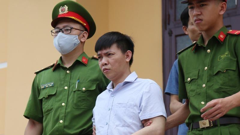 Nguyên Phó hiệu trưởng nâng điểm thi ở Hòa Bình: 'Sếp khuyên nhận tội, vợ con sẽ có người lo'