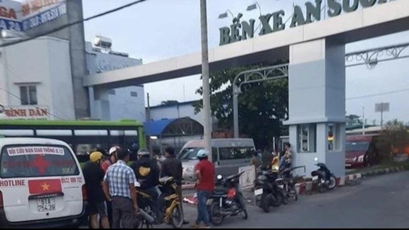 Nam tài xế taxi công nghệ bị đâm chết trước cổng bến xe