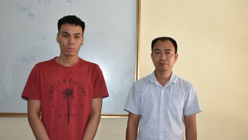 Nguyễn Thế Cường (trái) và Nguyễn Văn Sỹ tại cơ quan Công an (Ảnh: Công an Ninh Bình)