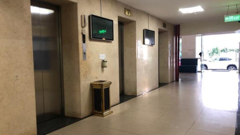 Tạm giữ hình sự người đàn ông nghi dâm ô bé trai trong thang máy chung cư ở Hà Nội