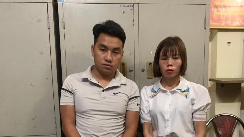 Bắt giữ cặp đôi vận chuyển 32 bánh heroin
