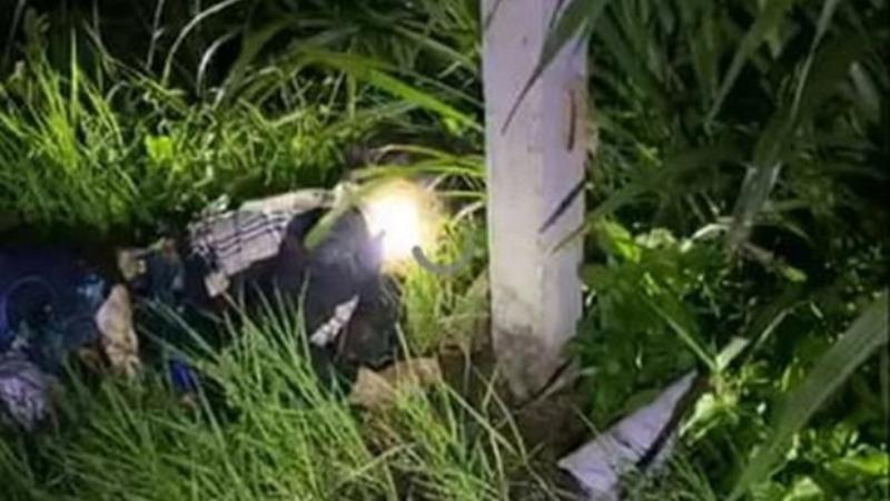 Bắt giữ tài xế lái ô tô tông chết hai vợ chồng dừng mặc áo mưa bên đường