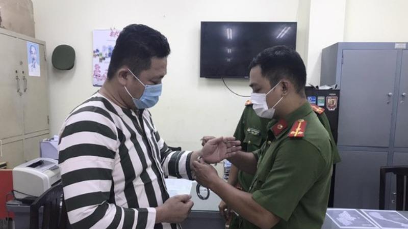 Khởi tố, bắt tạm giam giám đốc công ty sản xuất găng tay y tế giả