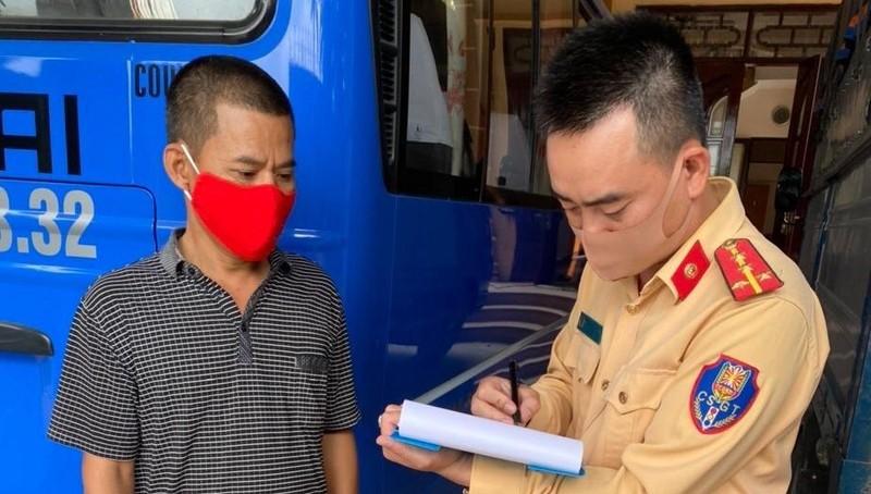Công an huyện Gia Lộc xử lý các trường hợp vi phạm.