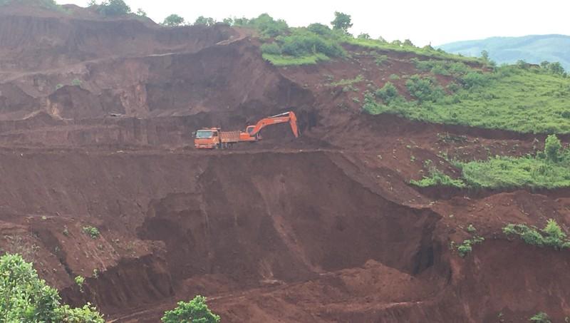 Công ty Miền núi khai thác quặng trái phép