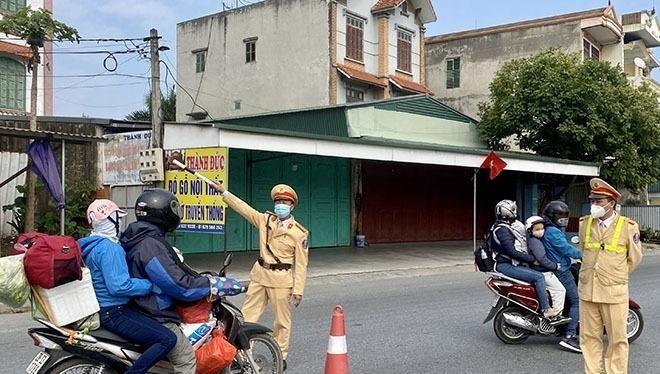 Giám đốc Công an tỉnh Hải Dương yêu cầu quản lý chặt chẽ người, phương tiện ra, vào, nhất là công nhân trở lại huyện làm việc sau Tết Nguyên đán.