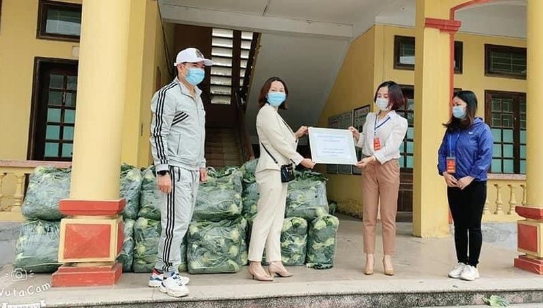 Cặp vợ chồng ở TP Hải Dương tích cực giúp đỡ người gặp khó khăn trong những ngày dịch
