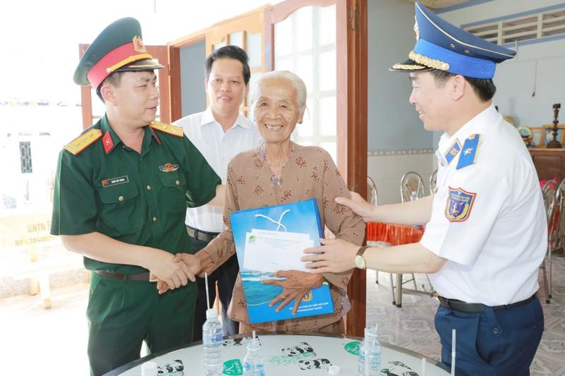 Cảnh sát biển Việt Nam tích cực nâng cao hiểu biết về biển, đảo cho người dân