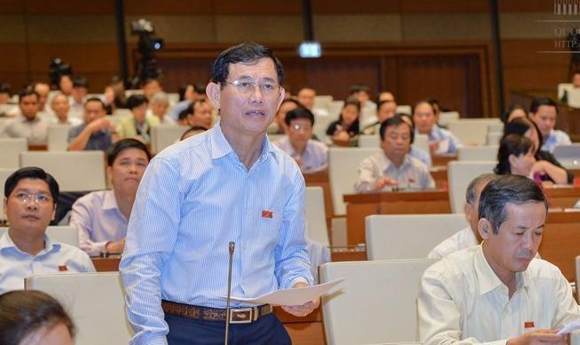 ĐBQH Nguyễn Ngọc Phương - tỉnh Quảng Bình phát biểu ý kiến về dự án Luật Bảo vệ và phát triển rừng (sửa đổi). Ảnh: Văn Bình - Cổng TTĐT Quốc hội