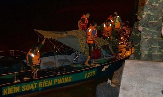 BĐBP cứu 7 thuyền viên gặp nạn