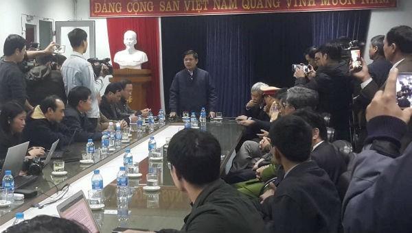 Toàn cảnh buổi họp báo vụ tai nạn xảy ra ở Kim Thành ngày 21/1.