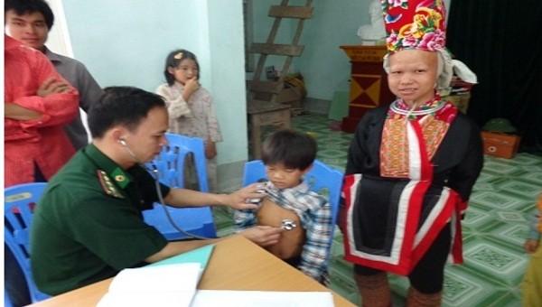 Bộ đội biên phòng Quảng Ninh khám chữa bệnh cho người dân vùng biên giới