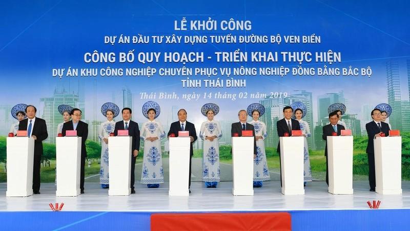 Thủ tướng bấm nút động thổ xây dựng đường bộ ven biển Thái Bình