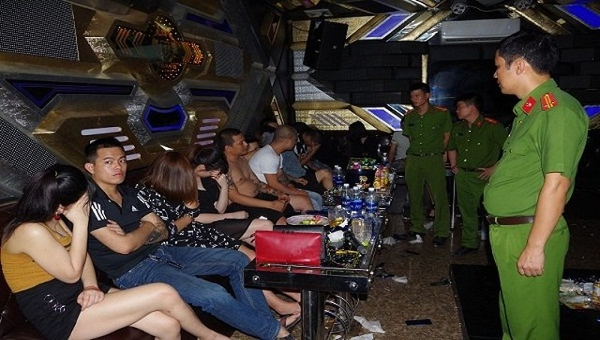 Nhóm đối tượng bay lắc và sử dụng ma túy đá tại quán Karaoke Tokyo