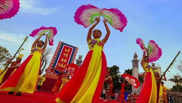 Lễ hội đền Xã Tắc rực rỡ sắc màu