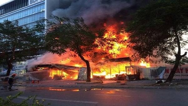 Vụ cháy thiêu hủy toàn bộ thiết bị tại siêu thị điện máy