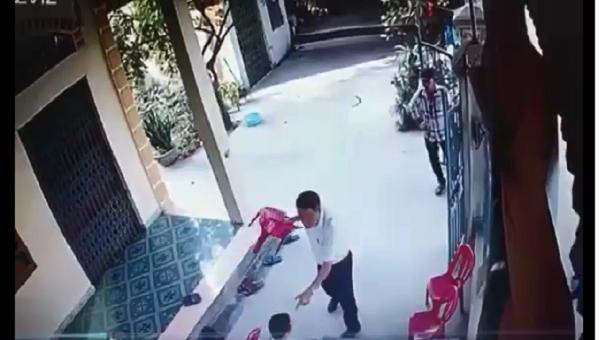Cảnh xô xát cắt từ clip