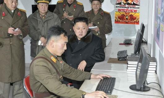 Nhà lãnh đạo Kim Jung-un thăm một đơn vị tác chiến mạng