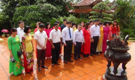 Cục Thi hành án dân sự tỉnh Tuyên Quang dâng hương tại Khu di tích lịch sử Bộ Tư pháp