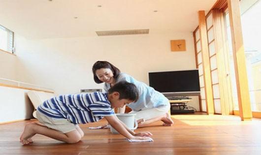 Lau nhà bằng giẻ khô giúp chống nồm ẩm