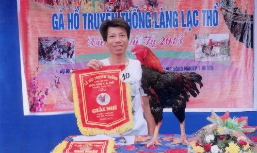 Chú gà đạt giải nhì đơn trống, to nhất hội thi năm 2013, cân lúc diều chay (lúc đói), nặng gần 6 kg