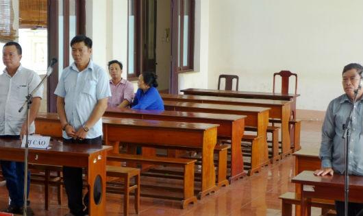 Ba bị cáo tại phiên tòa ngày 15/6.