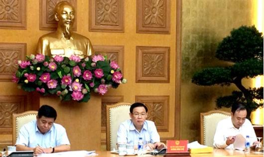 Phó Thủ tướng Chính phủ Vương Đình Huệ chủ trì cuộc họp. Ảnh: VGP/Nguyễn Hoàng
