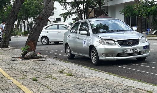 """Các xe ô tô bị cho đang dạy lái """"chui"""" trong khu dân cư"""
