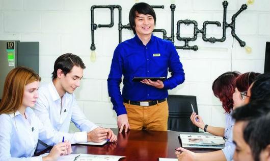 Tổng Giám đốc PHG Lock Hoàng Tuấn Anh và e kip mình.
