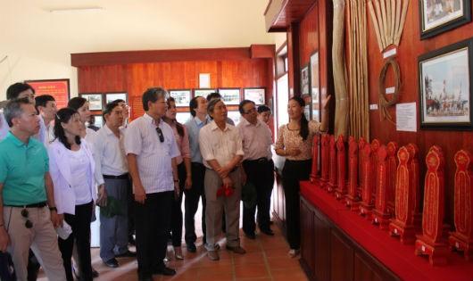 Đoàn công tác Bộ Tư pháp thăm Lý Sơn năm 2013.