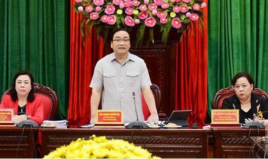 Bí thư Thành Ủy Hà Nội Hoàng Trung Hải trao đổi tại Hội thảo