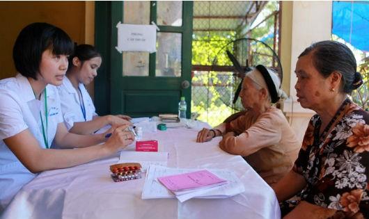 Khám sức khỏe cho người cao tuổi tại Trạm y tế xã