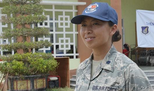 Thiếu tá Hoàng Paula tham gia hỗ trợ nhân đạo tại Quảng Nam