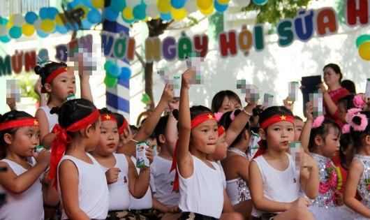 Lãnh đạo Sở GD-ĐT Hà Nội khẳng định việc phụ huynh tham gia đề án sữa học đường là hoàn toàn tự nguyện (ảnh minh họa)