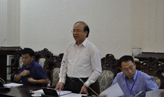 Thứ trưởng Bộ Tư pháp Phan Chí Hiếu phát biểu tại buổi họp