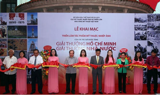 """Tác giả được xét tặng """"Giải thưởng Hồ Chí Minh"""" phải chấp hành tốt pháp luật Việt Nam"""