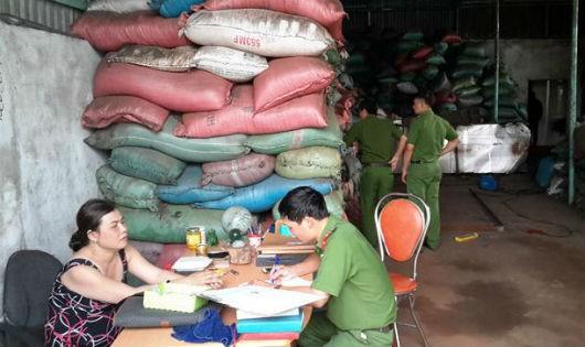 Truy tố 5 bị can vụ phế phẩm cà phê trộn pin ở Đắk Nông