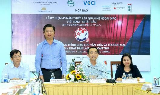 Ông Trương Quang Hoài Nam - Phó Chủ tịch UBND TP Cần Thơ phát biểu trong buổi họp báo