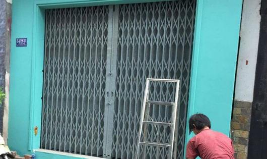 Nhà cửa bị bôi bẩn của cô giáo ở TP HCM đã được sơn lại