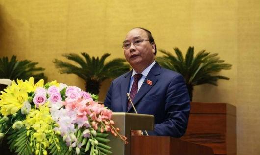 Thủ tướng Nguyễn Xuân Phúc trình bày báo cáo trước Quốc hội.