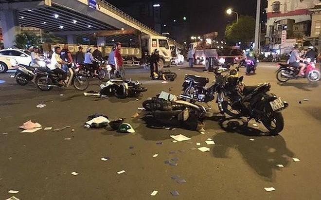Vụ tai nạn ở TP HCM khiến 6 người thương vong.