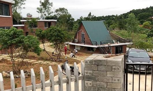 Những căn biệt thự, khu nghỉ dưỡng đang được hoàn thiện tại xã Minh Phú