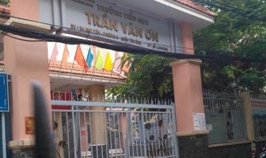 Trường tiểu học Trần Văn Ơn- nơi một giáo viên bị đình chỉ vì bắt học sinh tự tát 32 cái.