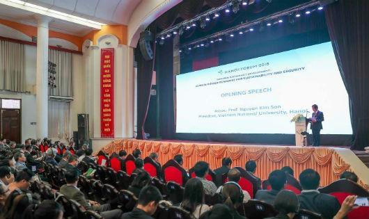 Giám đốc ĐHQGHN Nguyễn Kim Sơn phát biểu khai mạc Diễn đàn Hà Nội 2018