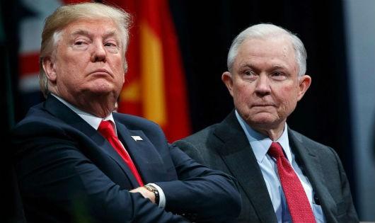 """Ông Trump và ông Sessions thời còn """"mặn nồng"""""""