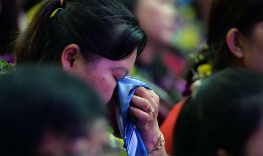Các thầy, cô dạy trẻ khuyết tật xúc động trong buổi lễ tri ân.