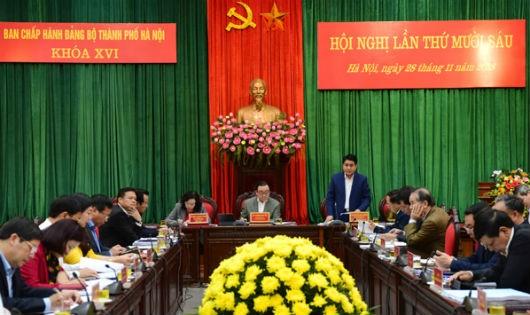 Chủ tịch UBND TP Nguyễn Đức Chung điều hành phiên thảo luận.