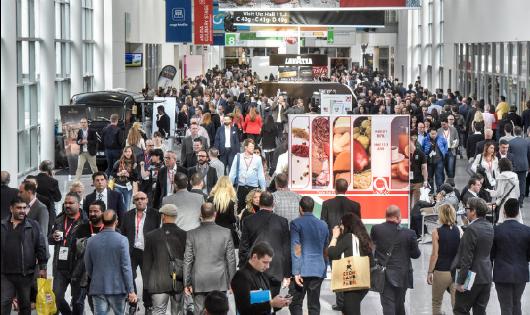 """Một cuộc triển lãm hàng """"Made in France"""" thu hút đông người tham dự"""